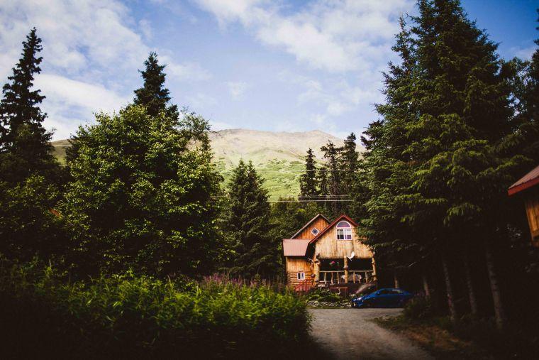 PadvoracBLOG-MoosePassWedding-AlaskaWeddingPhotographer-TrailLakeLodge-2