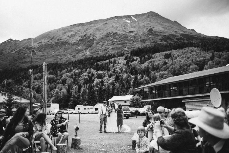 PadvoracBLOG-MoosePassWedding-AlaskaWeddingPhotographer-TrailLakeLodge-35