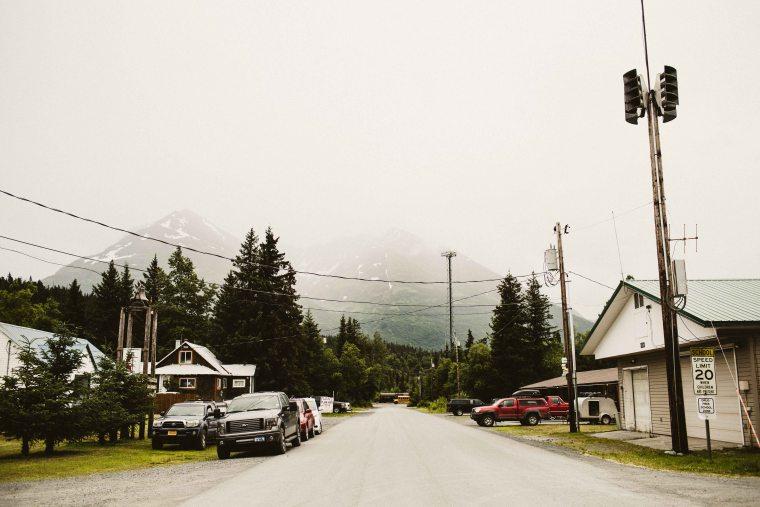 PadvoracBLOG-MoosePassWedding-AlaskaWeddingPhotographer-TrailLakeLodge-52